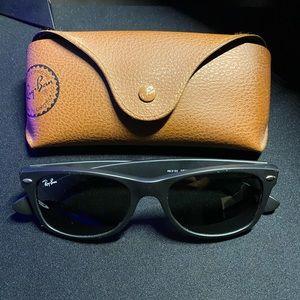 RayBan Wayfarer Sunglasses Matte Black RB 2132